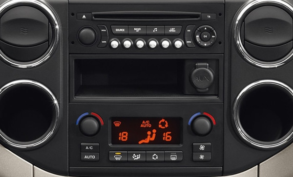 /image/22/0/peugeot_partner_tepee_radio_cd_player.195220.jpg